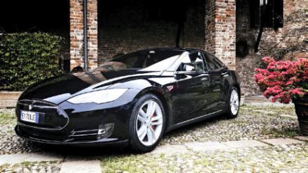 La Tesla, véhicule tout électrique.