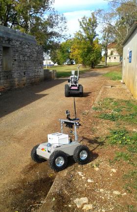 Deux robots coopèrent entre eux (ONERA)