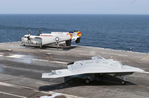 Le drone Northrop Grumman X-47B apponte