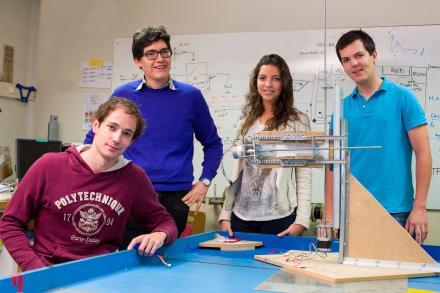 Élèves de l'École polytechnique préparant un Projet scientifique collectif