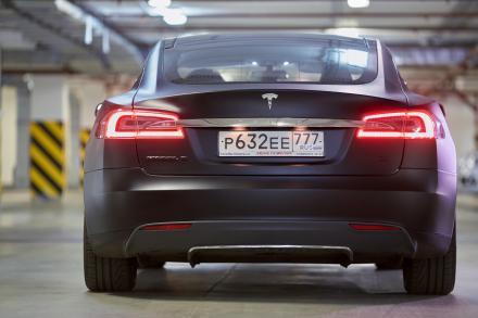 Une Tesla, voiture pouvant être piratée à distance