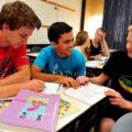 Immigrants apprenant l'hébreu