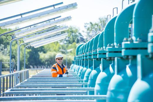 Inspection des manifolds sur le site de stockage souterrain de gaz naturel Storengy de Chémery.