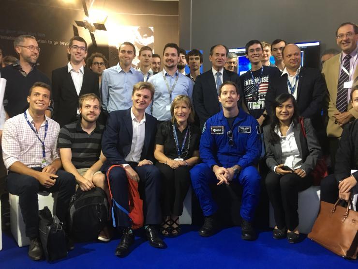 Les membres du groupe X-Space avec l'astronaute Thomas Pesquet.