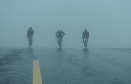 Dans le brouillard à vélo