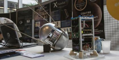 Deux satellites construit par le centre spatial étudiant de l'École polytechnique