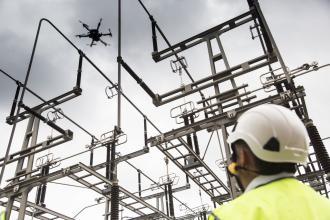 Drone de contrôle sur une installation électrique