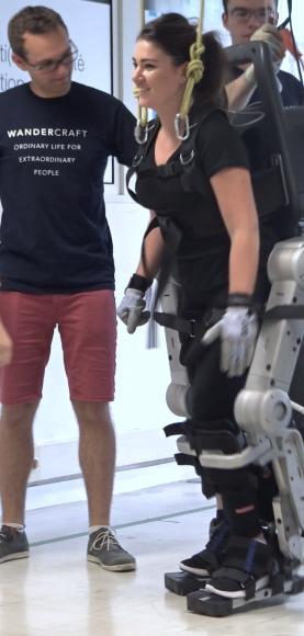 Floriane sur un exosquelette