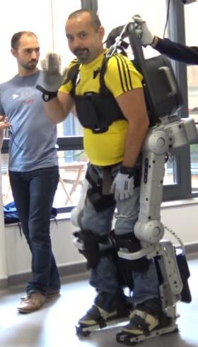 Thierry sur un exosquelette