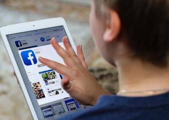 Tablette avec affichage de FaceBook