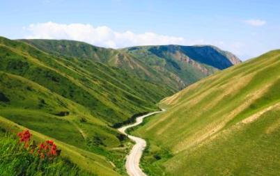 Une route au Kirghizistan