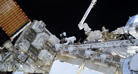Thomas Pesquet en sortie extravéhiculaire de la Station spatiale Internationale
