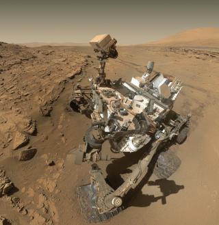 Image panoramique prise par le robot Curiosity de la planète Mars.