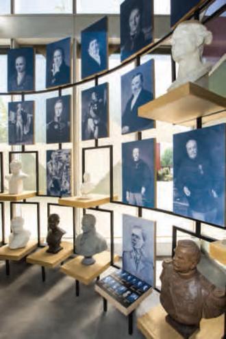 Portraits et statues au musée de l'École polytechnique