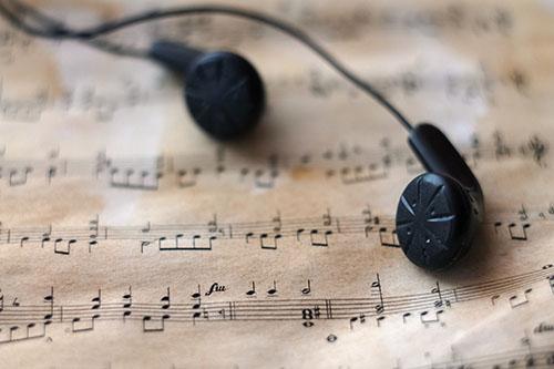 «La musique est le silence entre les notes» disait Debussy paraît-il.