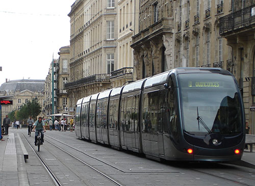 Bordeaux Métropole  a lancé une opération  « 50 000 logements  à proximité des transports collectifs ».