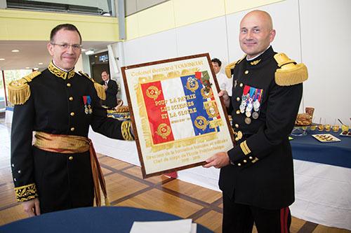 Le colonel Tourneur et le directeur général lors de la cérémonie d'adieu à l'X.