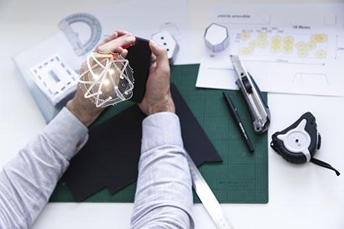 Recherches pour des luminaires à fibres optiques © l'Atelier Universel