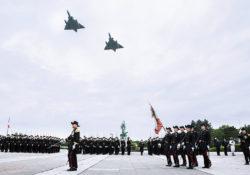 Prise d'armes à l'Ecole polytechnique sous la présidence du général d'armée aérienne André Lanata, chef d'état-major de l'armée de l'air le samedi 03 juin 2017 cour Vaneau