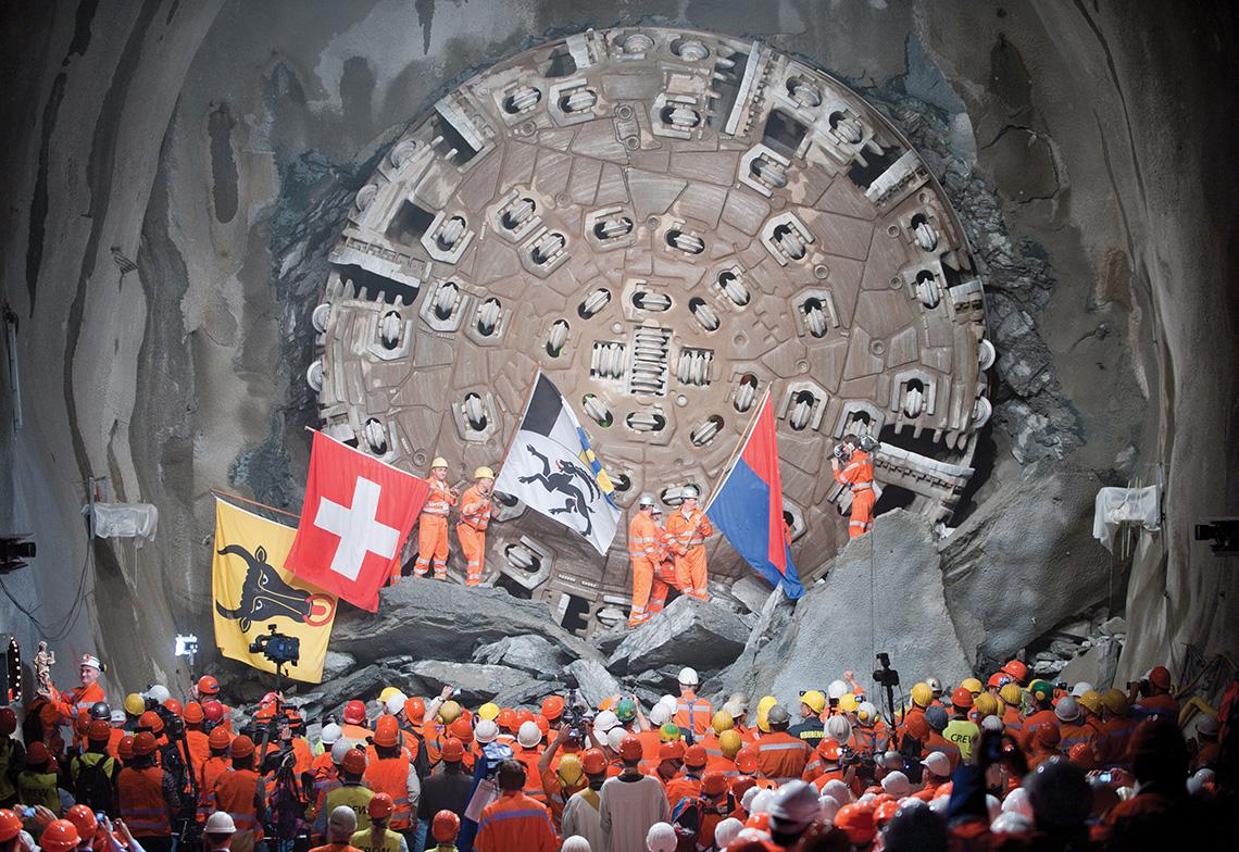 Franchissement des derniers mètres du tunnel du Saint-Gothard