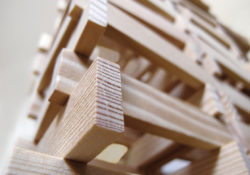 Construction en planchettes de bois