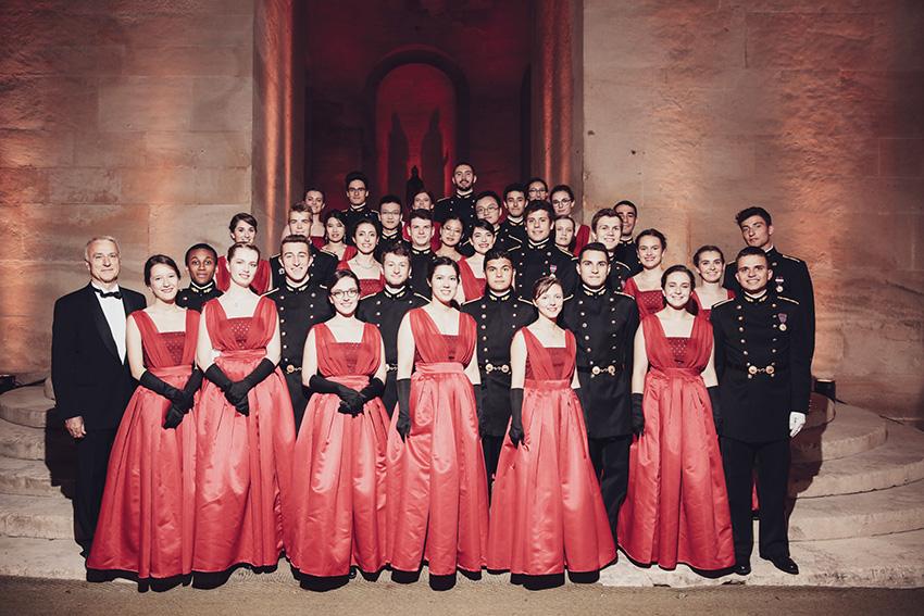 Daniel Piedfer et les élèvesdu Quadrille au Bal de l'X à Versailles