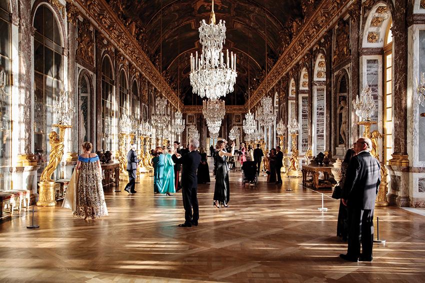 Promenade musicale dans les grands appartements et la galerie des Glaces lors du 128e Bal de l'X au château de Versailles
