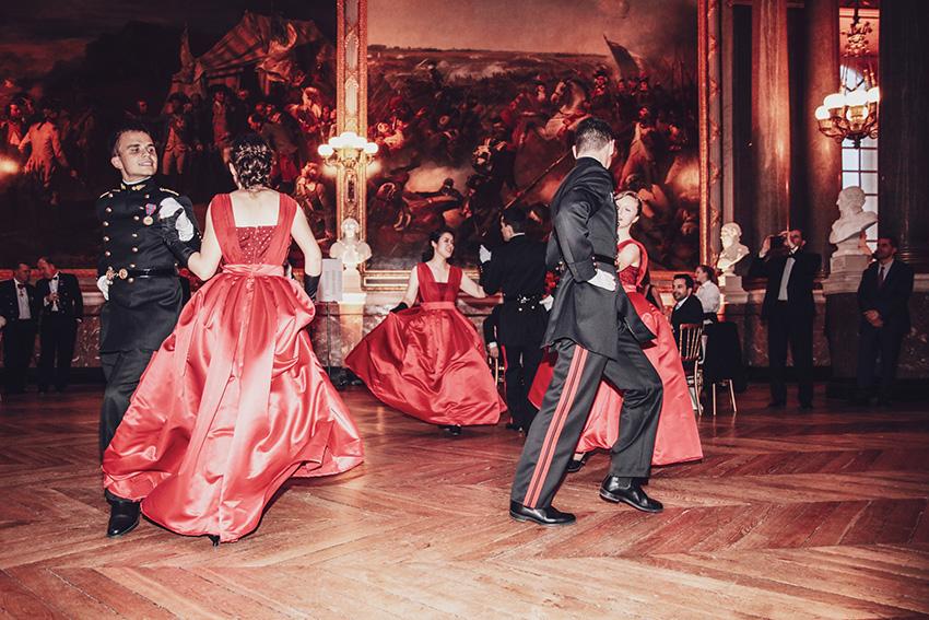 Présentation du Quadrille des Lanciersdans la galerie des Batailles du château de Versailles