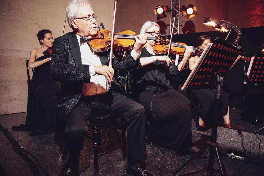 Alain Kouznetzoff et l'Ensemble de cordes de l'Opéra de Paris dans l'Orangerie du château de Versailles