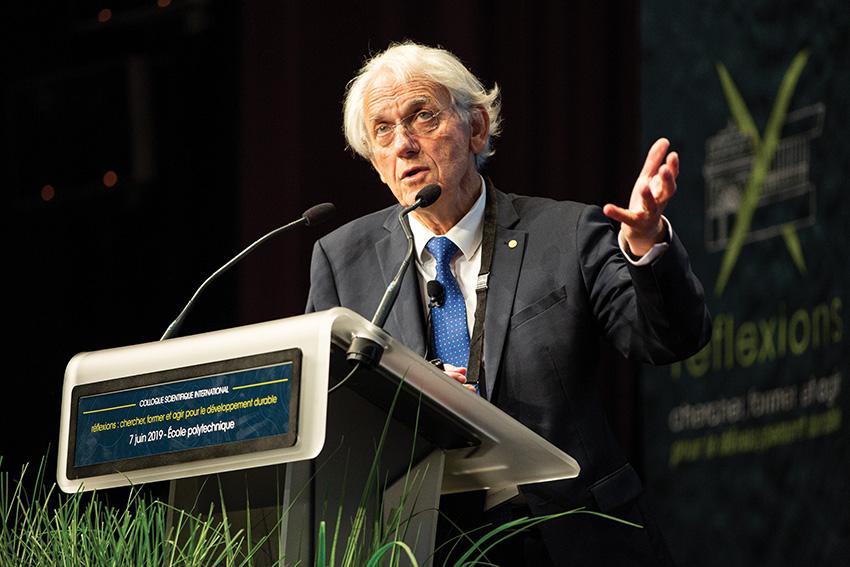 Gérard Mourou lors du colloque scientifique sur le développement durable organisé à l'École polytechnique