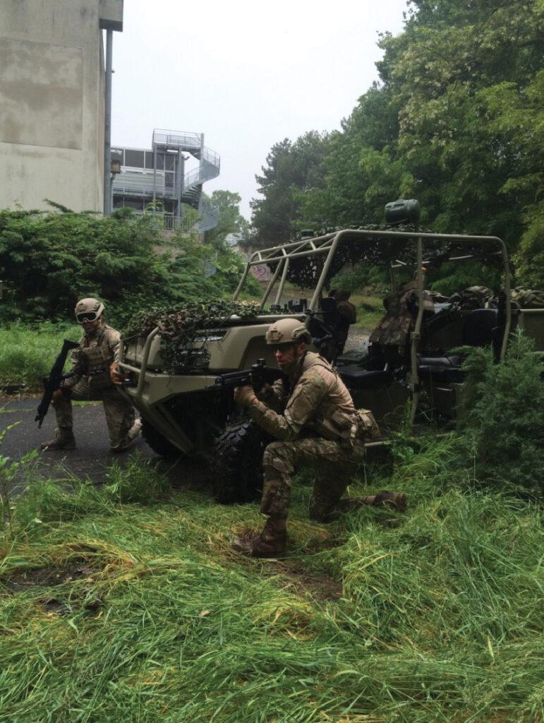 Des véhicules semi-autonomes de robotique terrestre de défense