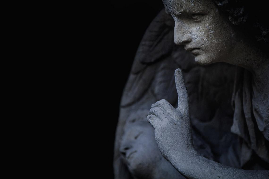 Un salut, c'est un ensemble de réponses aux grandes questions liées à la condition humaine, en particulier celles posées par la conscience de la mort.