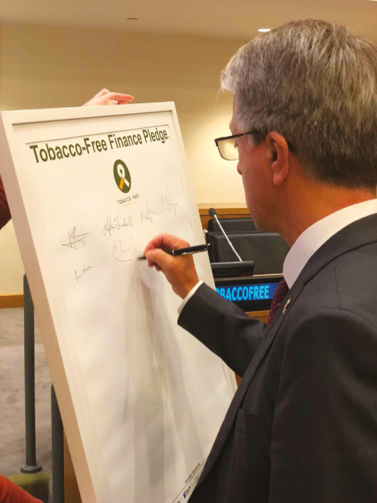 Signature du Tobacco-Free Finance Pledge