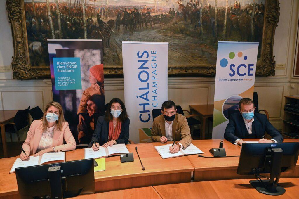 Signature du contrat pour la création du réseau de chaleur de Châlons-en-Champagne.