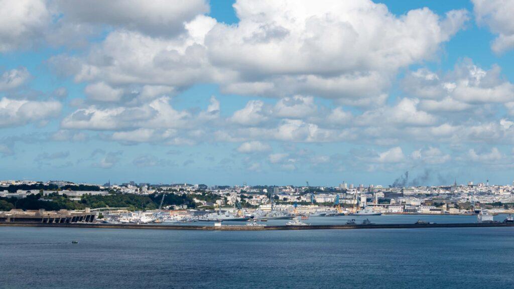 Baie et port de Brest © Delphotostock