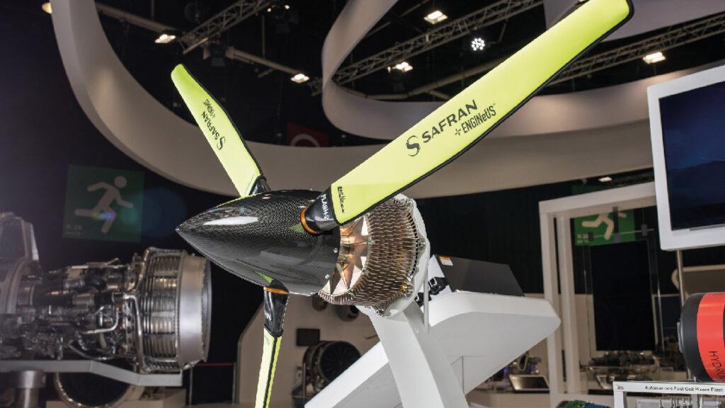 Le moteur éléctrique ENGINeUS de Safran. Les applications envisagées pour l'hybridation électrique dans la prochaine génération sont des apports ponctuels de puissance en assistance ou complément du turbomoteur.