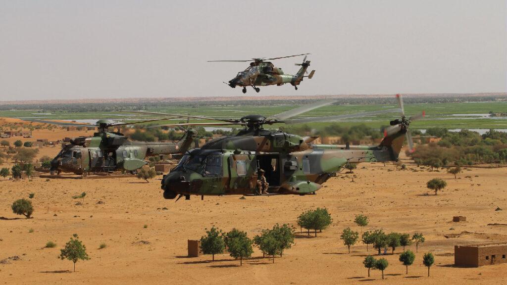 Un NH90, un Tigre et un Cougar lors d'une mission en OPEX. Tous les hélicoptères de l'État français sont motorisés par Safran Helicopter Engines.