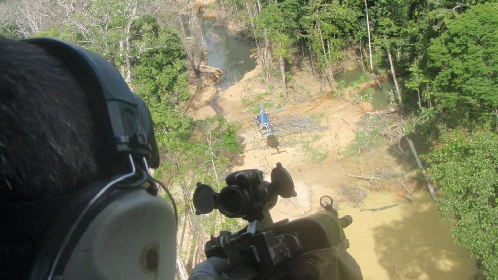 Hélicoptère est utilisé dans la lutte contre l'orpaillage en Guyanne