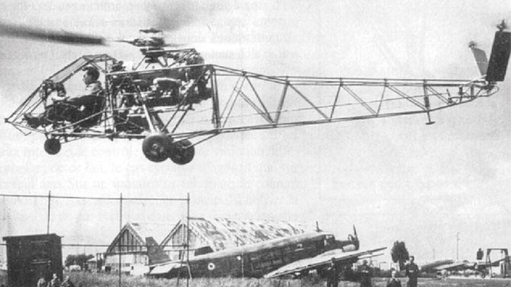 Le 13 juin 1948, Jean Boulet (X 1940) de la SNCASE décolle le SE 3101, premier hélicoptère français de l'après-guerre.