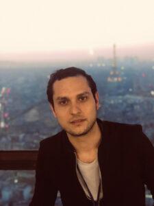 Yves Benchimol (2011) a cofondé WeWard, une société qui fournit une application qui incite à la marche en la rétribuant.